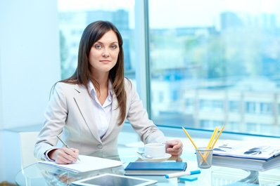 מזכירה של יועץ פיננסי